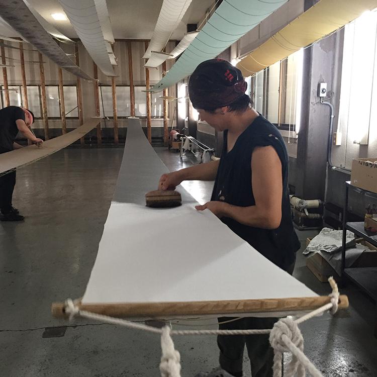 絹の染色技法引き染め工房