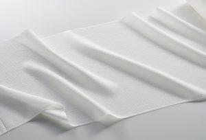 単衣用の染加工下生地 流れ落ちる水のような縦シボが特徴