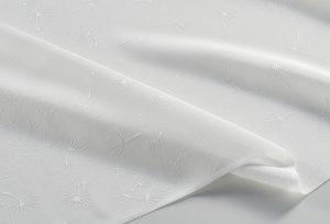 色無地用の紋意匠縮緬 綿毛が風に飛んでいるように散らした地紋が特徴
