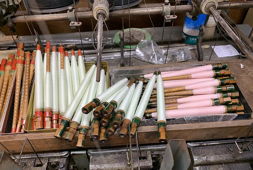 絹糸の緯糸は気配りも必要