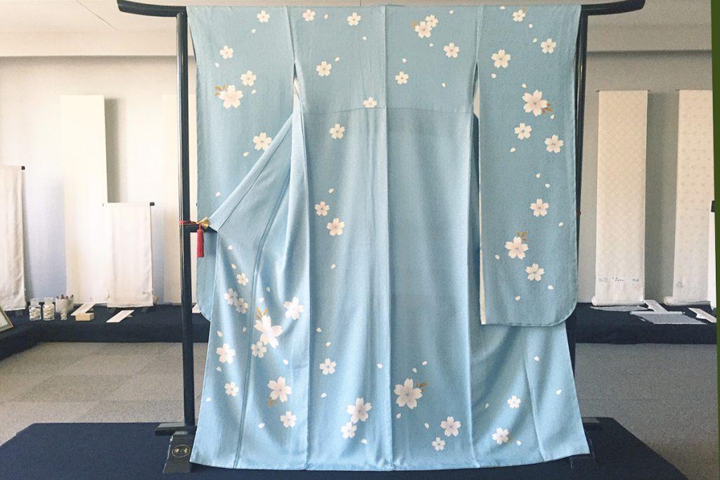 伝統工芸士細井智之先生ご制作の伊と幸白生地「松岡姫」お振袖